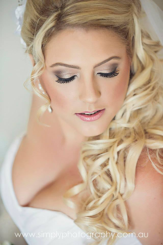 Wedding makeup with accentuated eye lashes